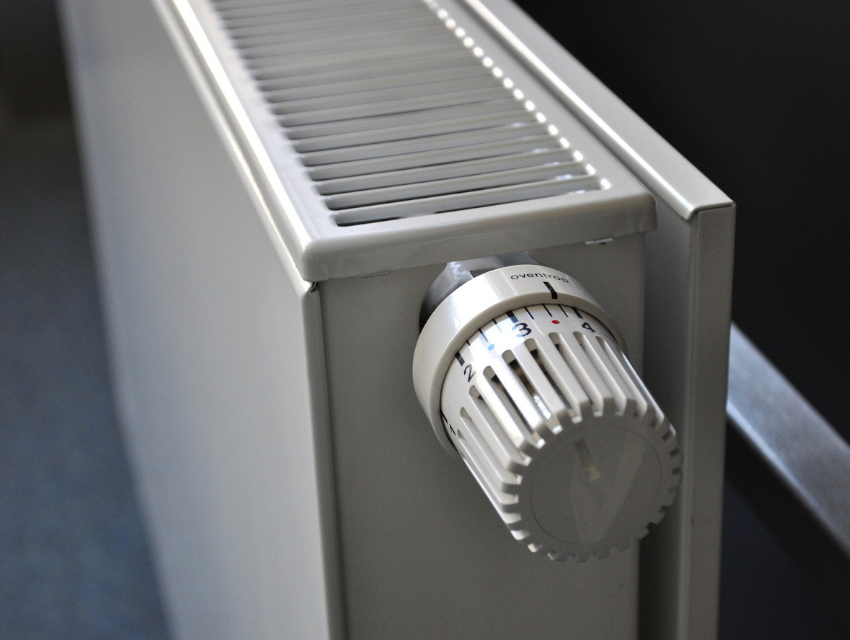 Radiator with a thermostat